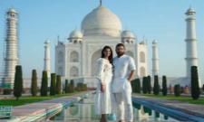 Allu Arjun-Sneha Celebrating 10Th Wedding Anniversary At Taj Mahal  - Sakshi