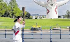 Covid 19 Effect Olympic Flame Runs Through Empty Park In Osaka - Sakshi