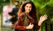 Disha Patani Reveals What Makes Her Different In Instagram Live Chat - Sakshi