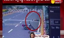 Bike Accident At Hyderabad Balanagar Flyover