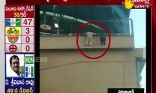 Attempt to Jump Off Metro Station Pillar