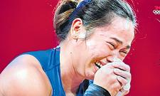 Weightlifter Hidilyn Diaz Wins First Ever Olympic Gold For Philippines - Sakshi