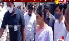 YS Sharmila visits the paka srikanth family