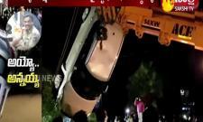 Car Crashed Into The Well In Karimnagar