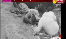 Two children killed in auto overturn: Kurnool
