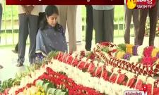YS Bharathi Pays Tribute To YS Rajasekhara Reddy