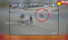 Garam Garam Varthalu: Bike Ride On Road Without Driver