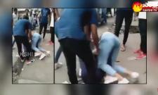 Garam Garam Varthalu: Two Girls Fight For Boyfriend In Public