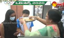 PV Sindhu Receives Grand Welcome In Her Home