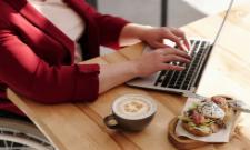 Eating at your Work Station Get More Side Effects - Sakshi