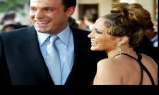 Jennifer Lopez and Ben Affleck kiss at Met Gala - Sakshi