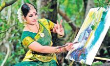 Leeja Dinoop Combines Painting And Dance In Varanadanam in Kerala - Sakshi