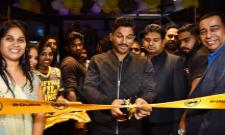 Allu Arjun launches Buffalo Wild Wings Restaurant - Sakshi