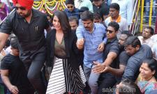 Happi mobile showroom launched by Samantha in anantapur  - Sakshi