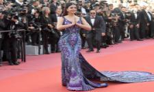 Aishwarya Rai Bachchan Dramatic Entry In Purple And Black - Sakshi