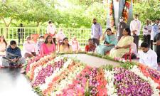 YS Jagan Family Pays Tribute To YS Rajasekhara Reddy Idupulapaya  - Sakshi