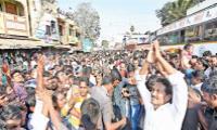 People sharing there problems to the YSRCP Cheaf YS Jagan at padayatra - Sakshi
