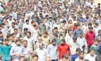 Employment laborers says there problems to the YS Jagan - Sakshi