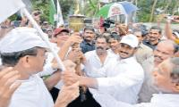 YS Jagan says there is no Encouragement to sports persons in the state - Sakshi