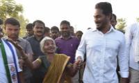 Older people Comments with YS Jagan At PrajaSankalpaYatra - Sakshi
