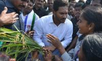 Farmers with YS Jagan about their problems in TDP Govt - Sakshi