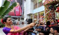 Rakul Preet inaugurates South India Shopping Mall - Sakshi
