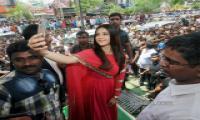 Mehreen Pirzada Openn Cellpoint In ananthapur - Sakshi