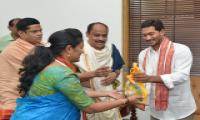 TTD EO Singhal and Priests Meets YS Jagan At Amaravathi Photo Gallery - Sakshi