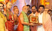 CMs KCR and Jagan attend Balaswamy Sanyasashrama Deeksha Photo Gallery - Sakshi