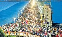 Huge Crowd At Prakasam Barrage Krishna Flood Photo Gallery - Sakshi