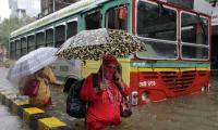 Heavy rain lashes Mumbai Photo Gallery - Sakshi