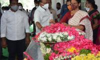 Former Home Minister Nayani Narasimha Reddy Funeral Completed at Maha Prasthanam - Sakshi