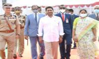 CM YS Jagan Gives 10 Lakh Grant To Covid Martyrs Family Photo Gallery - Sakshi