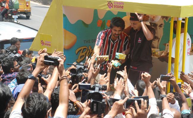 Vijay Devarakonda Birthday Celebrations with Cream Stone Photo Gallery - Sakshi
