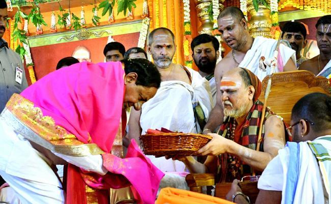 trs government performs guru vandanam hyderabad jalavihar - Sakshi