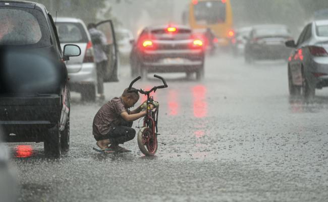 Heavy Rain In Delhi Photo Gallery - Sakshi