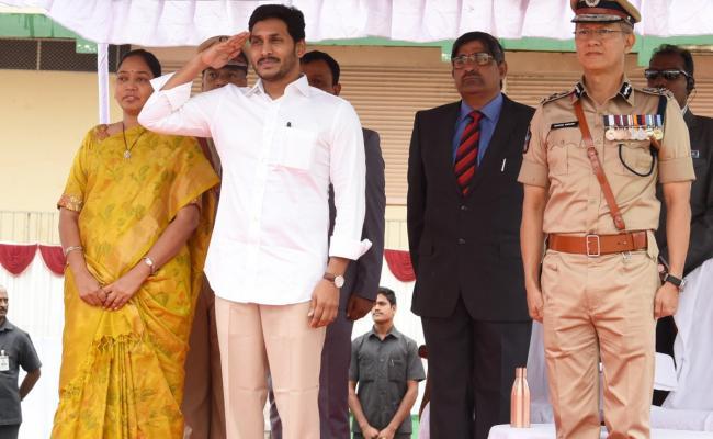 Ys Jagan Police Martyrs Commemoration Day At vijayawada - Sakshi
