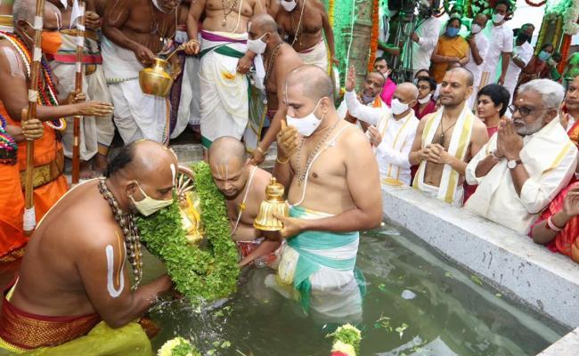 Tirumala Brahmotsavams conclude with 'Chakrasnanam' - Sakshi