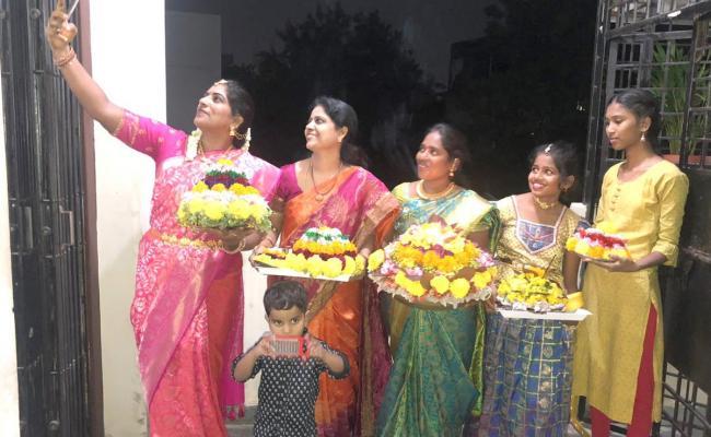 Bathukamma selfie Photos Photo Gallery - Sakshi