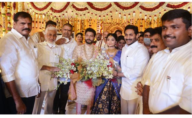 AP CM Jagan Attends Karanam Dharmasri Daughter Marriage Photo Gallery - Sakshi