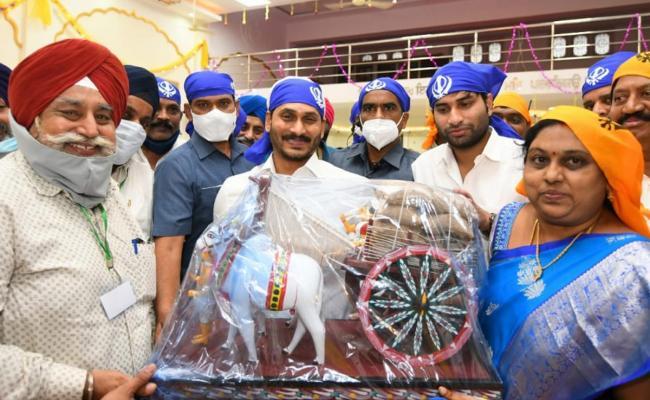 CM YS Jagan Participates In Guru Nanak Jayanti Celebrations Photo Gallery - Sakshi