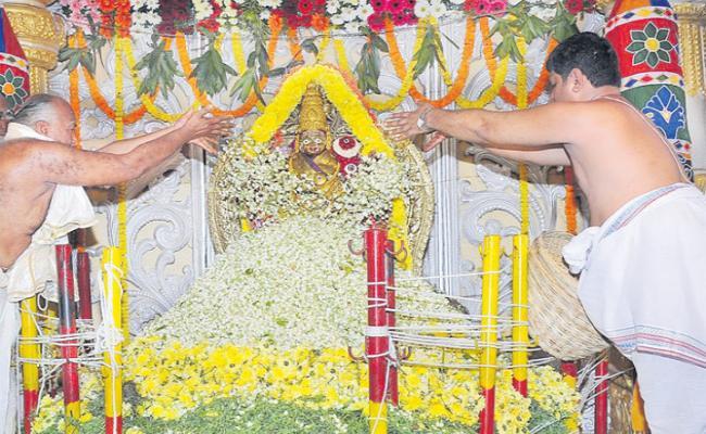 vijayawada kanakadurga durgamma temple special darshan  - Sakshi
