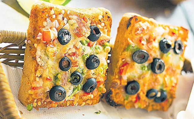 Bread Pizza Recipe Making Process And Ingredients In Telugu - Sakshi