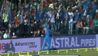 Manish Pandey takes sensational catch