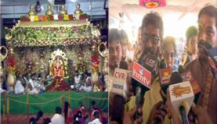 devotees protest at indrakiladri