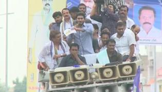 YS Jagan supports Dharmavaram weavers hunger strike