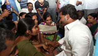 ys jagan consoles ysrcp worker chennareddy family members - Sakshi