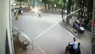 nims security guard attacked.. shocking footage - Sakshi