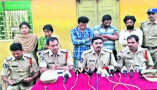 Wife kills Husband with help of lover - Sakshi