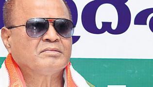 ravindra naik commented over kcr - Sakshi